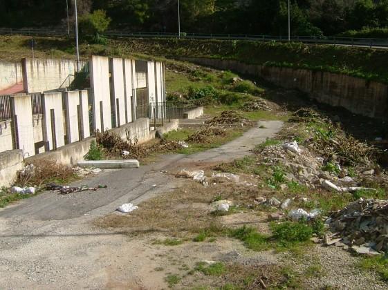 spazzatura-parcheggio-3.jpg